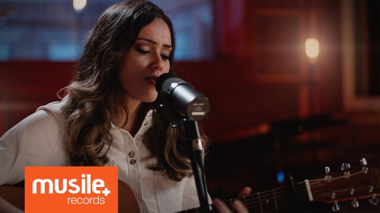 Download Amanda Rodrigues - Caminhando em Frente (Live Session)