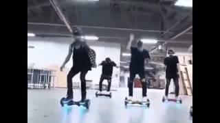 Танец Джастин Бибер на гироскутерах