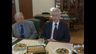 Смотреть видео Мэр Москвы Сергей Собянин встретился с участниками Великой Отечественной войны - Вести 24 онлайн