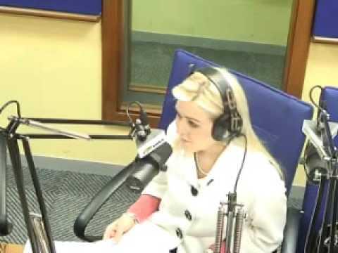 Mia Kruger  van Kruger Internasionaal en Andries gesels oor aandele bewegings en vooruitsigte