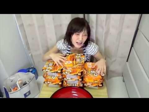 สาวญี่ปุ่นตัวแค่เนี๊ยะ แต่กินบะหมี่มื้อเดียว 3 กิโลกรัม