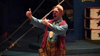開演前や幕あいに登場する2人のピエロのうちの1人です。持ちネタはテ...
