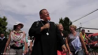 Abp Grzegorz Ryś   Pielgrzymka piesza kontra rowerowa