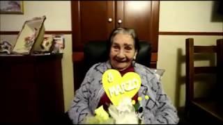 Coronavirus, la forza di nonna Peppa: «Io, dalla Spagnola al Covid: canto per scacciare la paura»