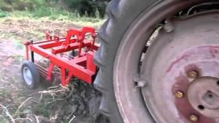 Картофелекопалка для трактора Т 25(Смотреть видео, уборка картофеля тракторной картофелекопалкой Изготавливаем Картофелекопалки, картофеле..., 2012-09-03T10:21:00.000Z)