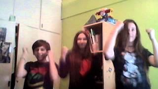 3 pelotudos bailando - Just Dance - Le Freak