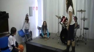 Download 6º ano B - Grupo 2 (3º lugar) MP3 song and Music Video