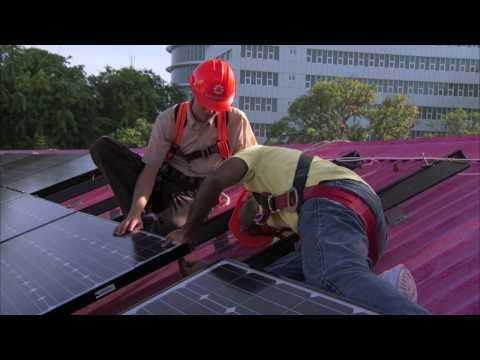 President Nasheed of the Maldives Installs Solar on the Muleeaage