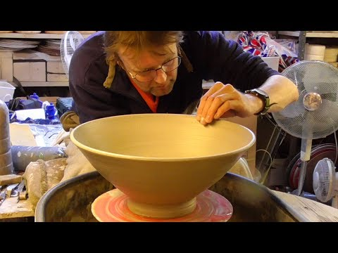 Throwing / Making a Big Pottery Bowl on the Wheel
