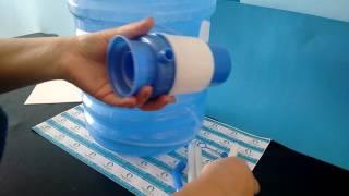 Instalar bomba manual no garrafão ou galão de água