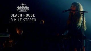 "Beach House | ""10 Mile Stereo"" | Pitchfork Music Festival Paris 2015 | PitchforkTV"
