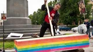 Сливки протеста: Гроб Явлинского! Гомосексуалистам не понравились яйца!