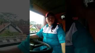 Sopir trailer wanita SR.  BAGIAN 7