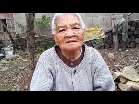แม่เฒ่าไทลื้อให้พรเพราะมาก Tai Lue grandmother wish well