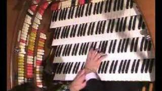 "Jelani Eddington plays ""Over The Rainbow"" on Wurlitzer organ"