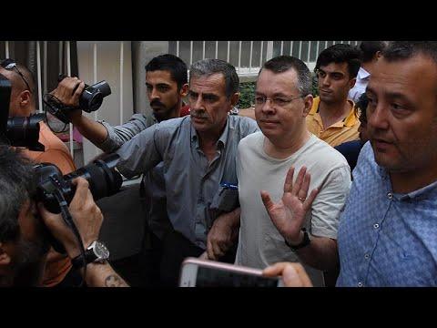 Tribunal turco liberta pastor dos EUA