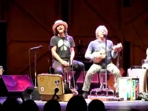 Eddie Vedder and Roger Daltrey - Live at Apollo 31/07/2012