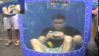 kevin Hays record mundial -- 8 Cubos de Rubik debajo del agua