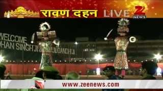 Akshay Kumar burns Ravana effigy in Delhi