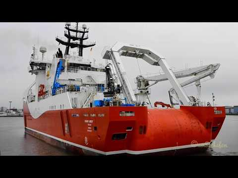 Schleusung Kabelleger SEAWAY AIMERY offshore cable layer hauling Emden MDBO2 IMO 9694737