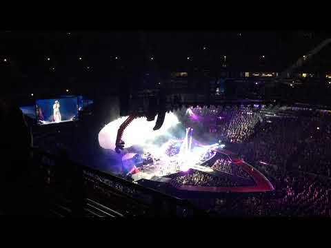 PINK-What about us @United Center Chicago 10.03.2018