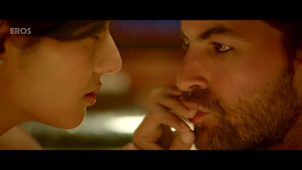 Download Sonal Chauhan drowned | 3G | Romantic Scene