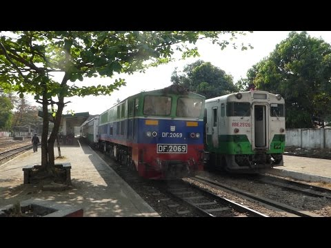 MYANMAR RAILWAYS EXPRESS TRAIN 5UP ミャンマー国鉄新型客車マンダレー急行パズンダン駅通過