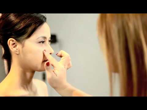 "How to use ""Ronasutra 2-in-1 Mineral Foundation & Powder"" (03 Natural Buff).m4v"