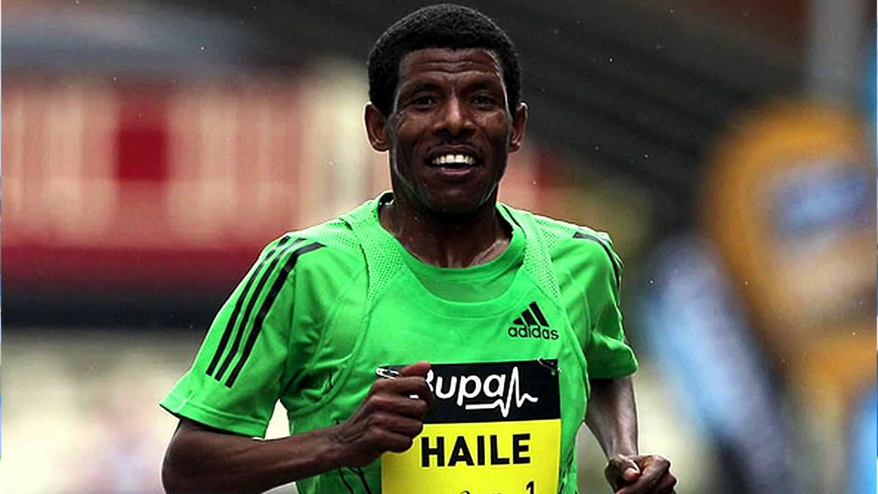 великий бегун Хайле Гебреселассие пробежал последний марафон
