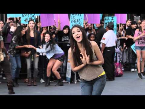 """Victorious """"All I Want Is Everything"""" Flash Mob"""
