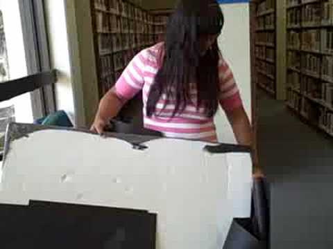 How to Volunteer @ the La Puente Library: Making a Poster