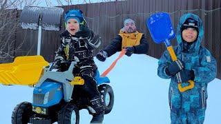 Синий трактор. Как синий трактор спасает папу? Видео про машинки и игрушки. Мэт и Томми для детей