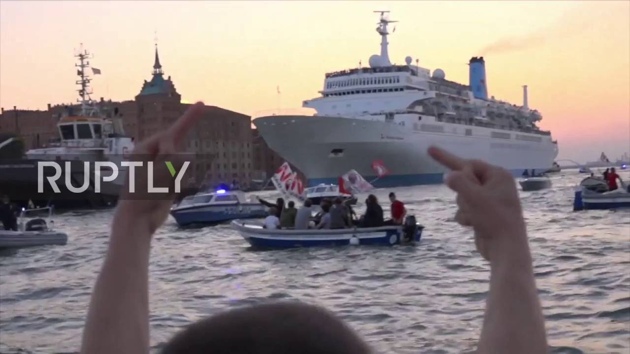 Italy Floating Protesters Bully HUGE Cruise Ship On Tiny Fishing - Huge cruise ship