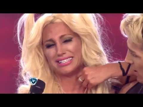 Showmatch 2014 - INSÓLITO: Vicky Xipolitakis lloró, se le cayó la peluca y se peleó con Solita Videos De Viajes
