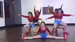 Girls group dance Choreography-Choli ke peeche kya hai(remix)