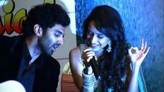 Repeat youtube video Aditya Roy Kapur And Shraddha Kapoor Live Performance!- Aashiqui 2
