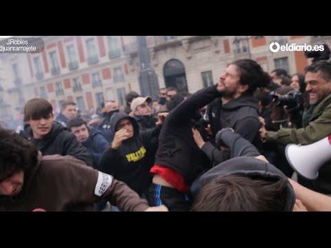 pelea en la manifestación educación 3+2. 26 febrero 2015