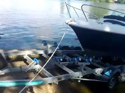 descente bateau flyer 650 au treuil lectrique youtube. Black Bedroom Furniture Sets. Home Design Ideas