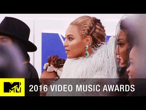 Beyoncé & Blue Ivy Walk the VMA Red Carpet | 2016 Video Music Awards | MTV