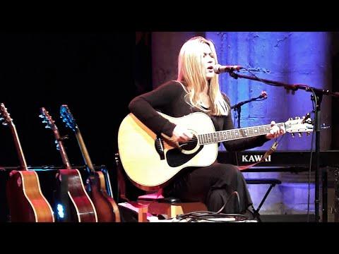 Astrid Williamson, The Stars Are Beautiful, live.