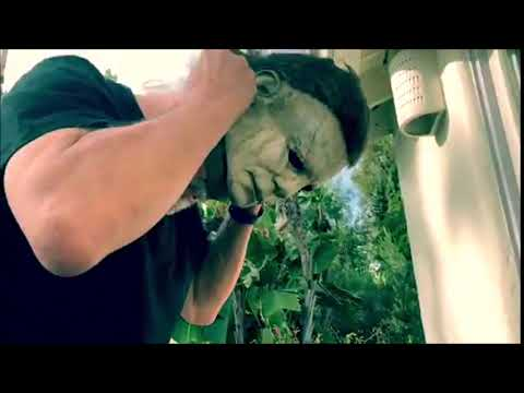 Nick Castle putting on his Michael Myers HALLOWEEN (2018) mask