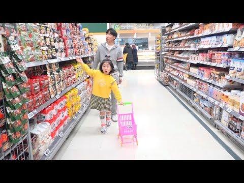 Boram doing Pororo Noodle shopping with Dotchi