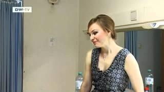 Die junge Opernsängerin Julia Novikova bei den Salzburger Festpielen | euromaxx