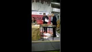 Тест на рез ножа из Р12 на выставке Клинок 2015