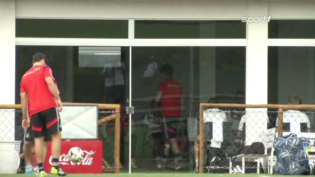 Die Themen: Vogts wünscht Deutschland den Titel - Löw schwört DFB-Team ein | SPORT1 NEWS