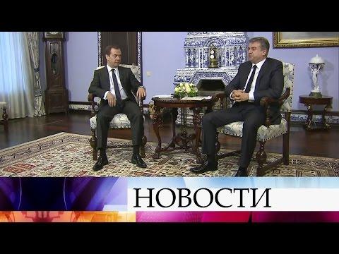 Премьер Армении Карен Карапетян прибыл вРоссию спервым официальным визитом.