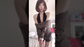 粕谷まいによるぬぎぬぎ動画.