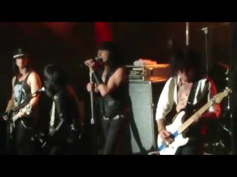 LA Guns with Phil Lewis and Tracii Guns -...