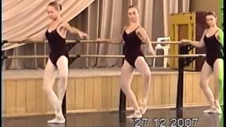 Урок классического танца-упражнения у палки