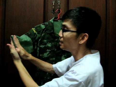 การพับแขนเสื้อของชุุดฝึกลายพราง